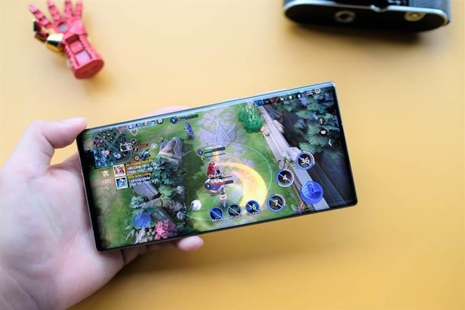 Choi game tren Samsung Galaxy Note10 anh 3