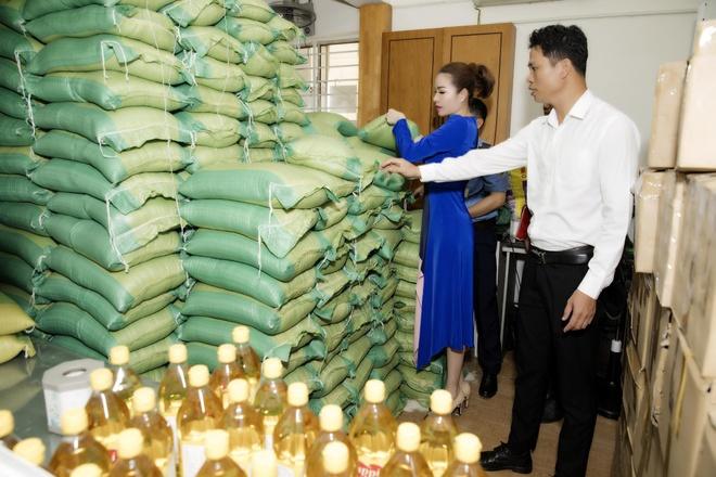 Tap doan Long Hoang tang 10 tan gao cho nguoi ngheo hinh anh 1
