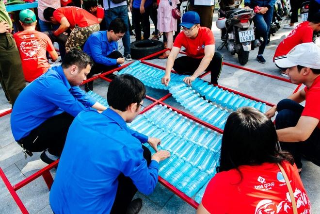 Hon 1.200 nguoi hao hung tham gia lam sach bien tai Quy Nhon hinh anh 9
