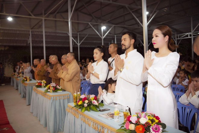 Tap doan Long Hoang trao qua Trung thu cho hon 1.000 tre em hinh anh 4