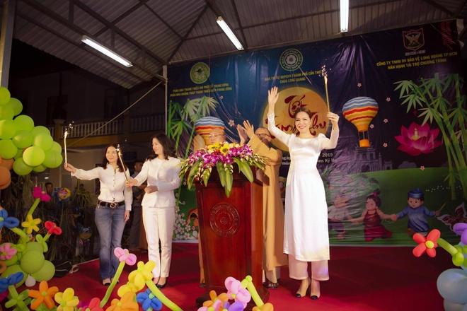 Tap doan Long Hoang trao qua Trung thu cho hon 1.000 tre em hinh anh 5