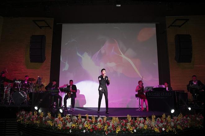 Huynh Gia Dat to chuc minishow dau tien tai TP.HCM hinh anh 4