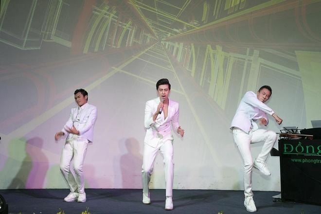 Huynh Gia Dat to chuc minishow dau tien tai TP.HCM hinh anh 2