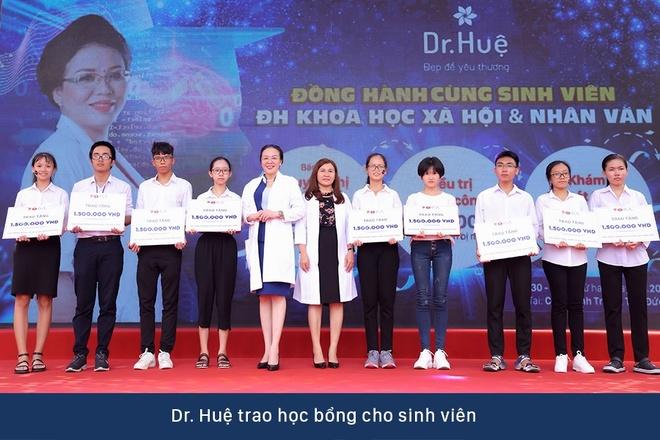 Dr. Hue mang co hoi tri mun mien phi cho sinh vien DH KHXH&NV hinh anh 6