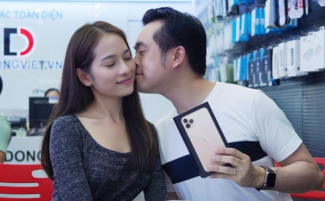 Sara Luu choi lon, tang Duong Khac Linh iPhone 11 Pro Max 79 trieu hinh anh 3