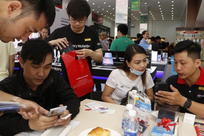 Ruoc Galaxy Note10, tra gop 0% trong 12 thang tai FPT Shop hinh anh 2