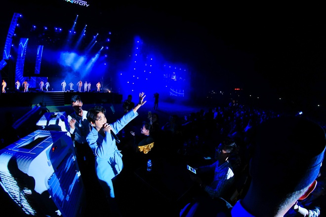 Fan Vu Cat Tuong tao 'mua dom dom' trong dem nhac Love Songs Party hinh anh 2