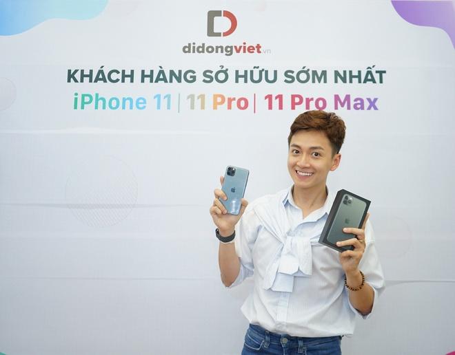 Ngo Kien Huy tren tay iPhone 11 Pro Max Midnight tai Di Dong Viet hinh anh 2
