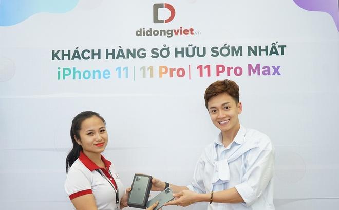 Ngo Kien Huy tren tay iPhone 11 Pro Max Midnight tai Di Dong Viet hinh anh 1