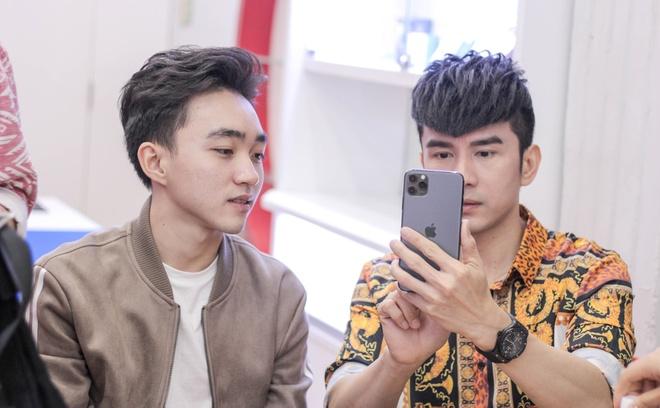 Anh Bo Dan Truong den Di Dong Viet tau iPhone 11 Pro Max hinh anh 3