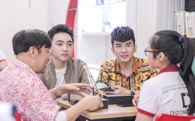 Anh Bo Dan Truong den Di Dong Viet tau iPhone 11 Pro Max hinh anh 2