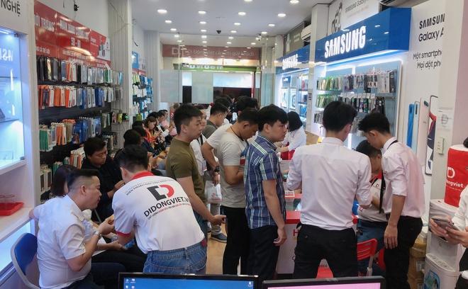 Anh Bo Dan Truong den Di Dong Viet tau iPhone 11 Pro Max hinh anh 5