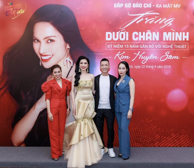 MC Huyen Sam ra mat MV 'Trang duoi chan minh' hinh anh 3