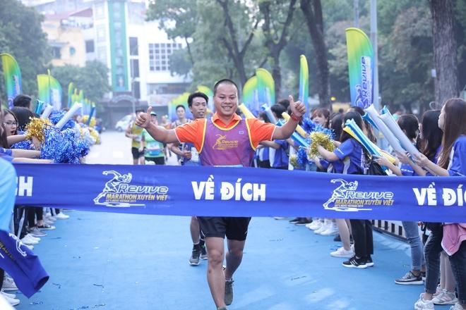 5.000 nguoi tham gia giai chay 'Revive marathon xuyen Viet' tai Ha Noi hinh anh 2