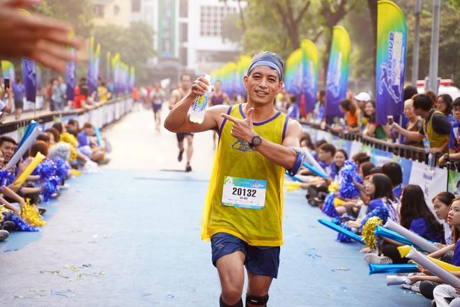 5.000 nguoi tham gia giai chay 'Revive marathon xuyen Viet' tai Ha Noi hinh anh 3