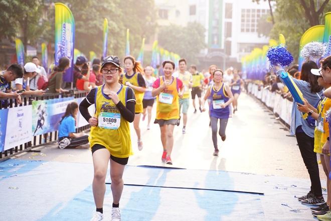 5.000 nguoi tham gia giai chay 'Revive marathon xuyen Viet' tai Ha Noi hinh anh 1