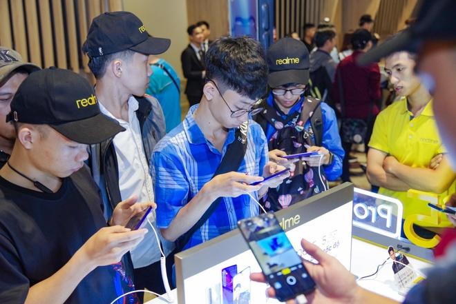 Fan Viet trai nghiem som Realme 5 Pro 4 camera truoc ngay ra mat hinh anh 3