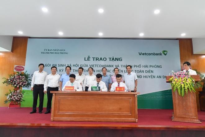 Vietcombank tang goi an sinh xa hoi 10 ty dong cho TP Hai Phong hinh anh 2