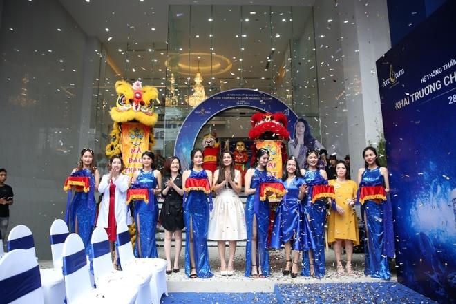TMV Ngoc Dung kin khach sau vai phut mo cua khai truong tai Nha Trang hinh anh 7