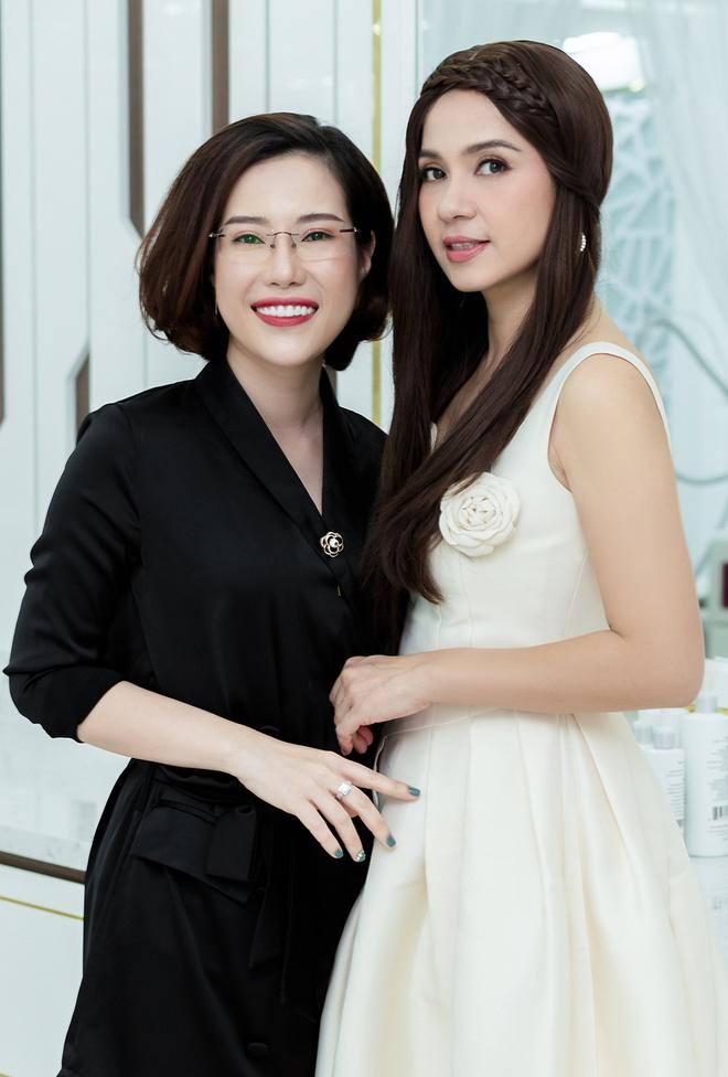 TMV Ngoc Dung kin khach sau vai phut mo cua khai truong tai Nha Trang hinh anh 6