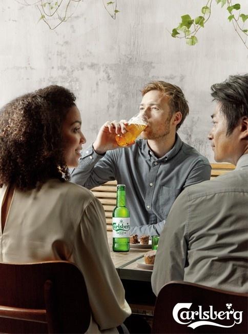 Carlsberg su dung cong nghe nap chai moi giu vi ngon cho bia hinh anh 2