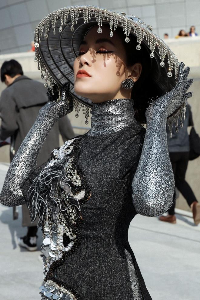 Tuyet Nga doi non, dien ao dai o Seoul Fashion Week 2019 hinh anh 3