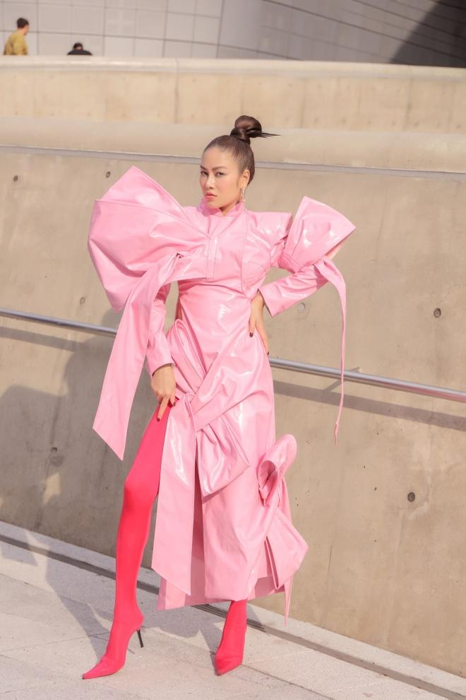Tuyet Nga doi non, dien ao dai o Seoul Fashion Week 2019 hinh anh 7