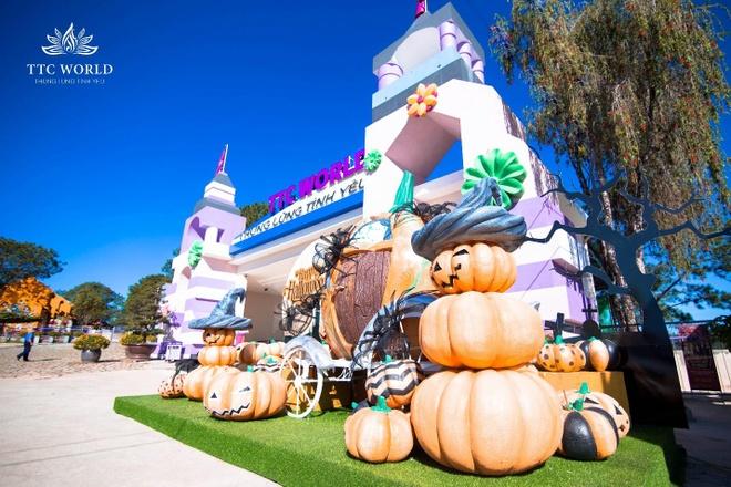 TTC World - Thung lung Tinh yeu huyen bi dip Halloween hinh anh 1