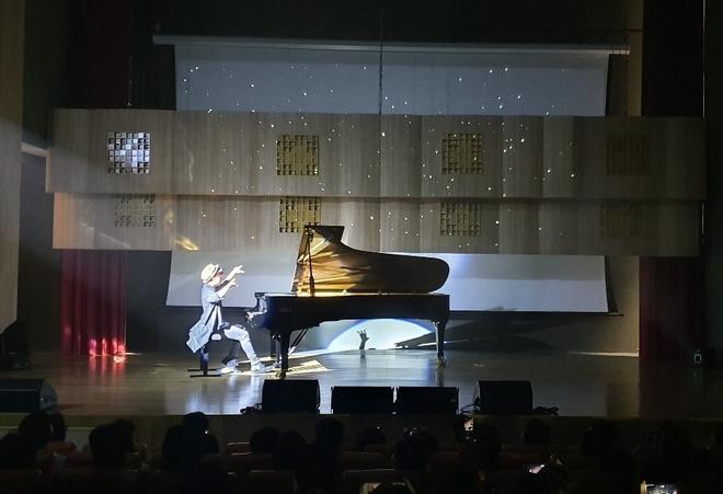 Pianist Tuan Manh trinh dien day cam xuc ben cay dan Fazioli F278 hinh anh 1