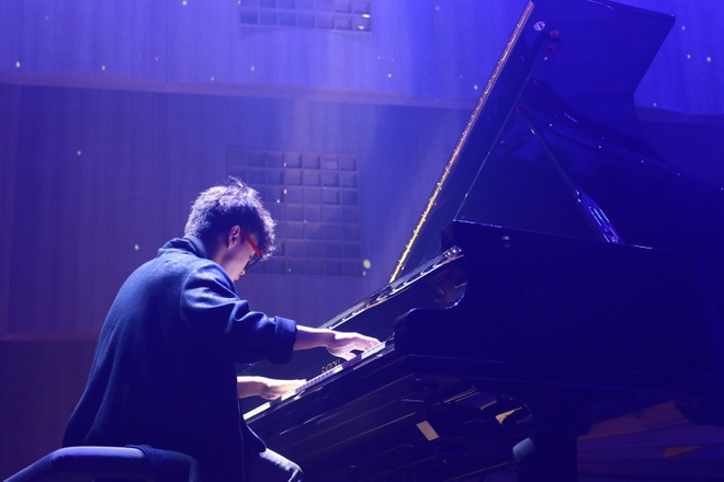 Pianist Tuan Manh trinh dien day cam xuc ben cay dan Fazioli F278 hinh anh 3
