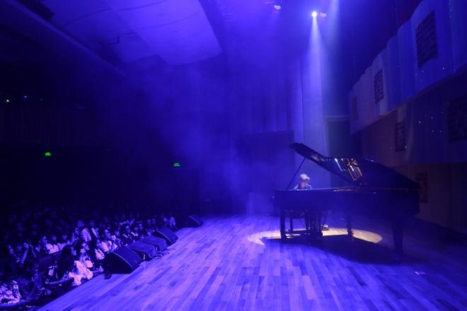 Pianist Tuan Manh trinh dien day cam xuc ben cay dan Fazioli F278 hinh anh 4