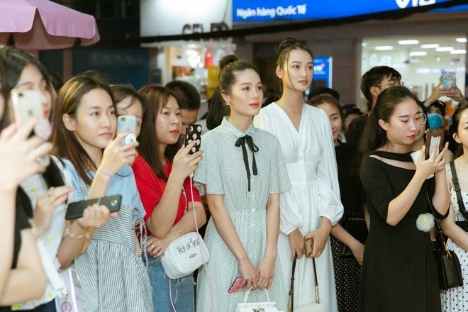 Quynh Anh tro tai lam stylist cho Tram Anh, Nhu My tai Maybi hinh anh 7