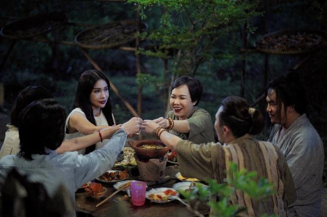 'Phap su mu' - phim tam linh truyen thong diep ve luat nhan qua hinh anh 3