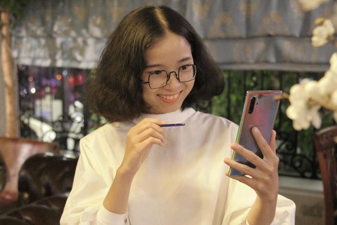 'Galaxy Note10+ la vat bat ly than trong cuoc song cua toi' hinh anh