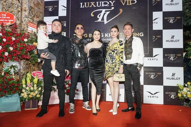 Sao Viet chuc mung Luxury VIP khai truong hinh anh 1
