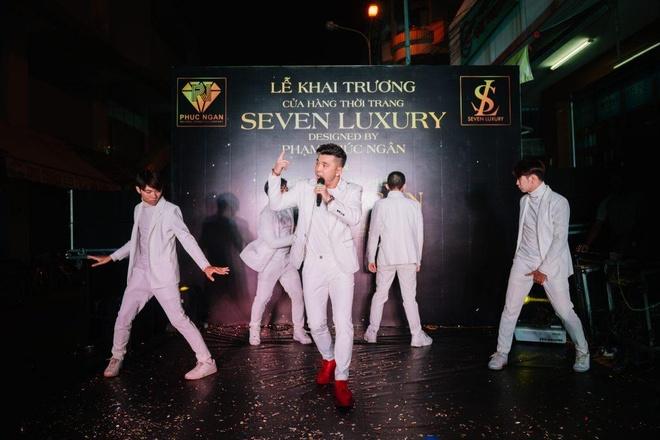 Ung Hoang Phuc du khai truong cua hang thoi trang Seven Luxury hinh anh 2