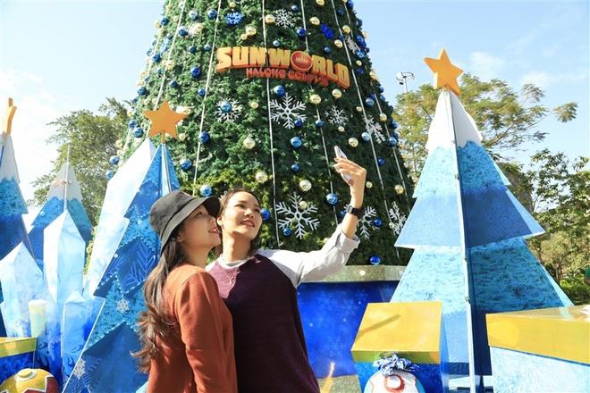 Dem nhac Giang sinh soi dong tai Dragon Park Ha Long hinh anh 2 Le_hoi_mua_dong_SWHL_(2).jpg