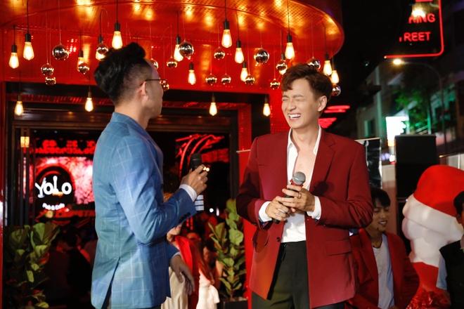 Ngo Kien Huy dien lien tuc 3 hit dip Yolo Pub&Cafe tai hoat dong hinh anh 1 image001.jpg