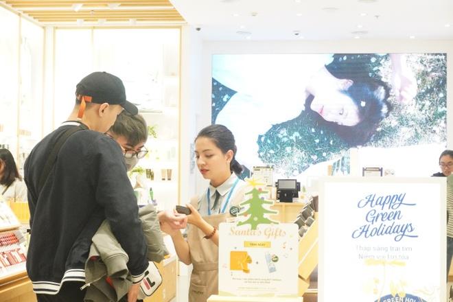 San hang hieu tu 'con mua uu dai' cua AEON Mall Ha Dong hinh anh 5 image006.jpg