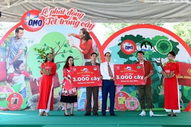 2 vuon quoc gia Viet Nam nhan 6.000 giong cay quy hiem hinh anh 1 1.jpg