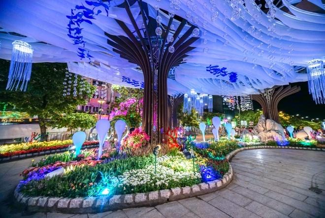 Anh sang, tranh Van Gogh va nhung y tuong cua duong hoa Nguyen Hue hinh anh 2 0.jpg