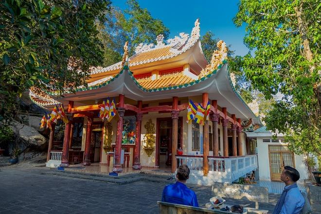 Tham quan the chua linh thieng tren dinh nui Ba Den hinh anh 4 image004_1.jpg