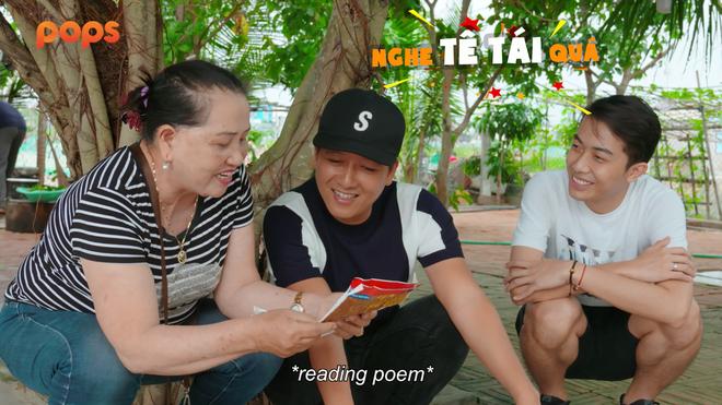 """Màn đọc thơ tiếng Quảng khiến Cris """"hoang mang"""". (Ảnh chụp màn hình)."""