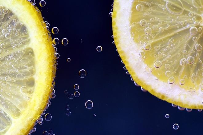 Vitamin C - hang rao bao ve co the hieu qua trong mua dich hinh anh 2 lemon_2539163_1920.jpg