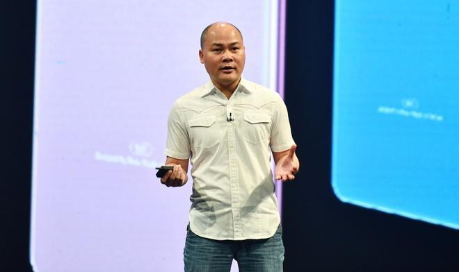 CEO Nguyen Tu Quang he lo thong tin ve smartphone gia re hinh anh