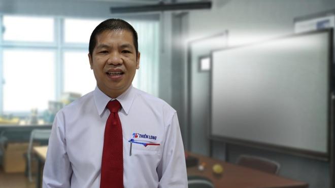 Đại diện Tập đoàn Thiên Long bày tỏ sự cảm kích với các giáo viên được tuyên dương trong năm thứ 6 của chương trình.