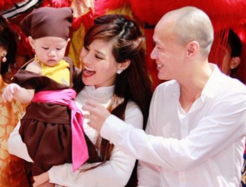 Vu Thu Phuong: 'Chong khong ep toi sinh con trai' hinh anh