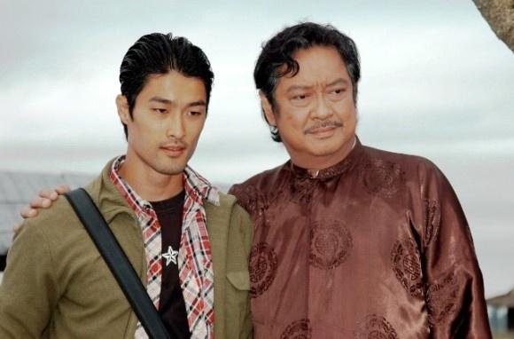 5 gia dinh danh gia bac nhat lang phim Viet hinh anh 2 Johnny Trí Nguyễn là cháu, gọi Chánh Tín là chú ruột.