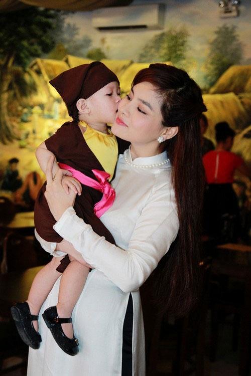 Vu Thu Phuong: 'Chong khong ep toi sinh con trai' hinh anh 3