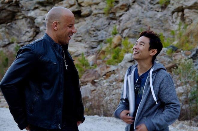 Nhung dieu it biet ve bom tan 'Fast & Furious 7' hinh anh 1 Đạo diễn James Wan bên cạnh ngôi sao Vin Diesel của loạt phim.